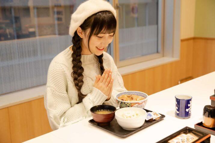 【声優】山崎エリイの実家はお金持ち?大学や家族と結婚や熱愛彼氏はいる?